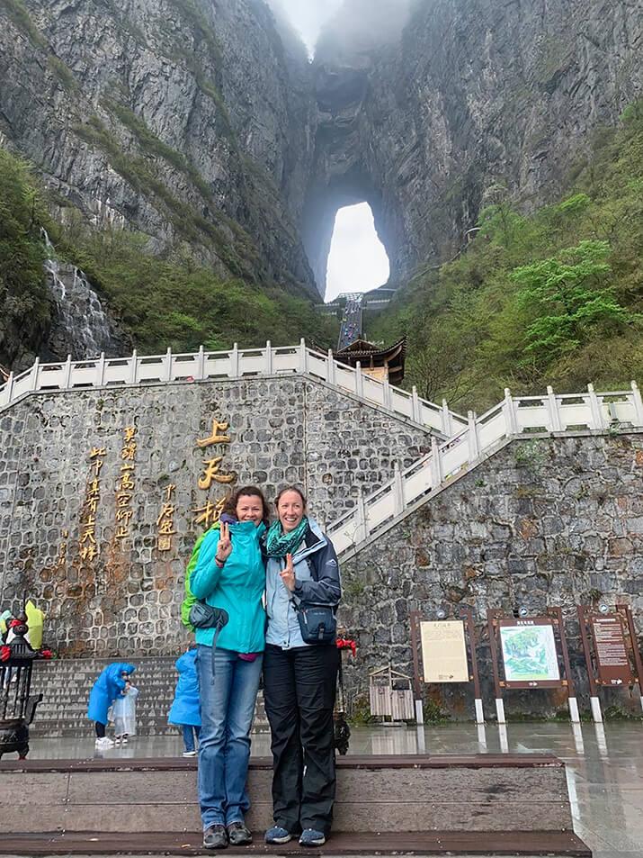 8 April 02 19 Girl Friends Zhangjiajie 5