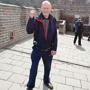 Travel Memory-85 years old traveler on the Great Wall